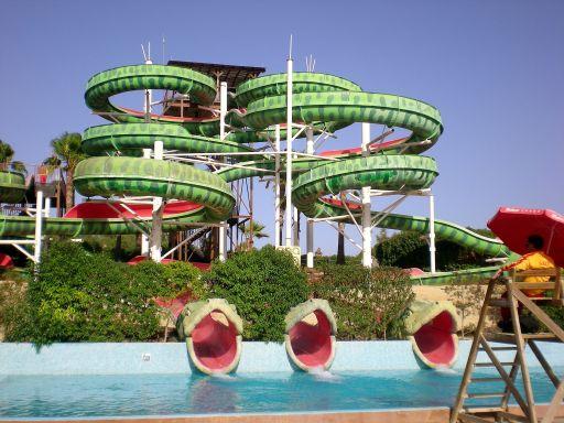 Zjeżdżalnia wąż w aquaparku na Majorce